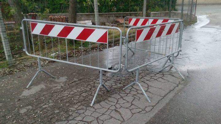 """Fascia costiera, """"perdita d'acqua in strada, sta cedendo il manto stradale"""""""