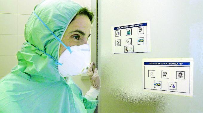 Allarme meningite, il virus ora a Nord di Napoli. Colpito un 20enne di Caivano
