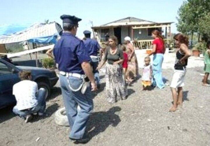 """Blitz contro i rom, sequestrato il campo de """"La Pinetina"""" e denunciate 18 persone"""