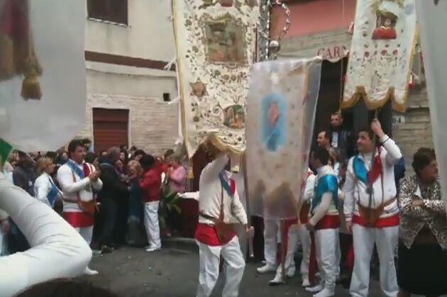 Giugliano, domenica in albis in via Palmiro Togliatti. Diretta con TeleclubItalia