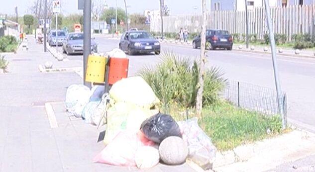 Marano, rifiuti in strada: l'esasperazione dei cittadini