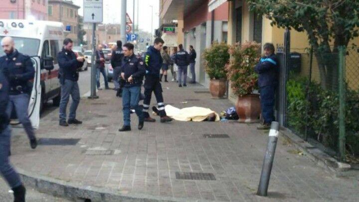 Napoli choc, 21enne morto in strada. E' giallo sulle cause