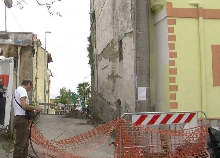 """Marano. Palazzo a rischio crollo in via Pigno, i residenti: """"Siamo in trappola"""""""