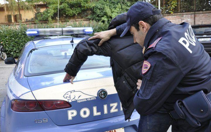 Napoli, bloccati in autostrada con 11 chili di droga: tre arresti. LEGGI I NOMI