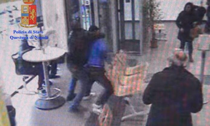 Allarme baby-gang a Maddaloni, provano a strangolare e rapinare omosessuale di Acerra