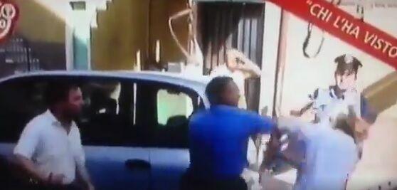 """Rissa tra carabinieri e cittadini, il caso a """"Chi l'ha visto"""". Ecco il VIDEO CHOC"""