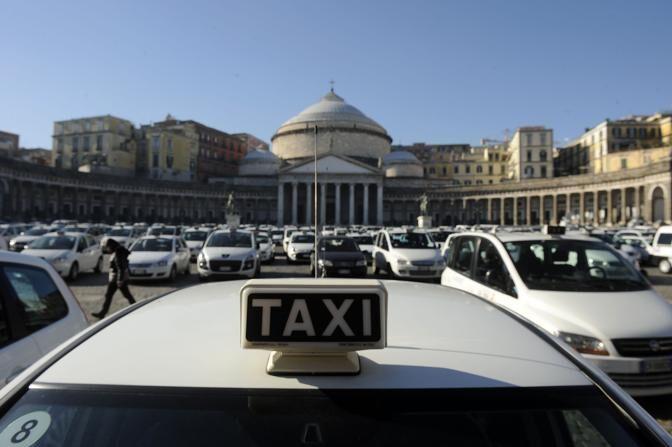 Napoli, taxi a soli 2 euro in giro per la città. Ecco dove