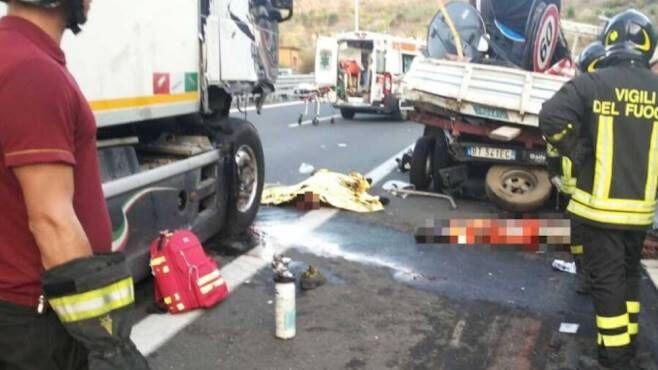 Tragedia nel napoletano, tir investe cinque operai. Tre morti