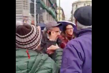 """Corteo del 25 aprile, urla e insulti contro Valeria Valente. La candidata: """"Sono sconcertata"""". Guarda il video"""