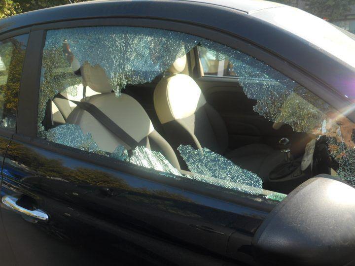 Giugliano, sorpreso a sfondare vetro di un'auto: in manette ladro 45enne