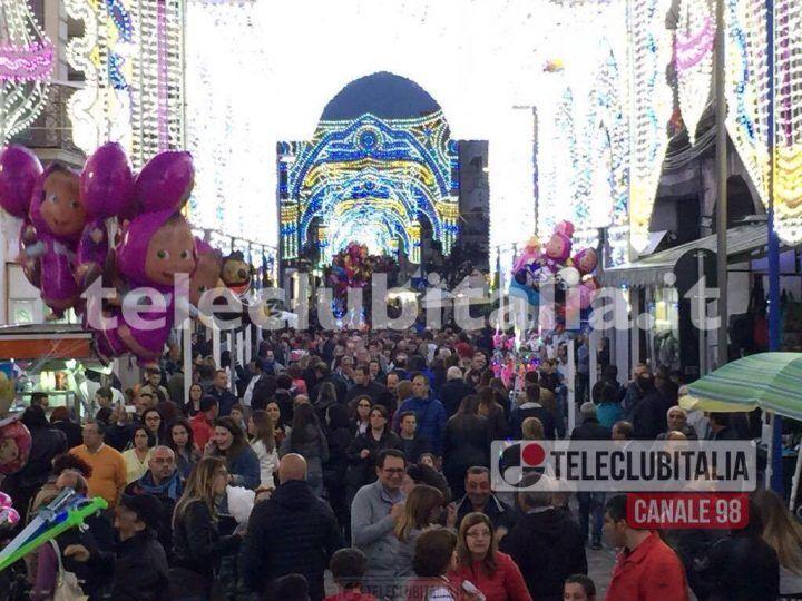 Notte bianca a Giugliano, gran successo e migliaia di persone in strada