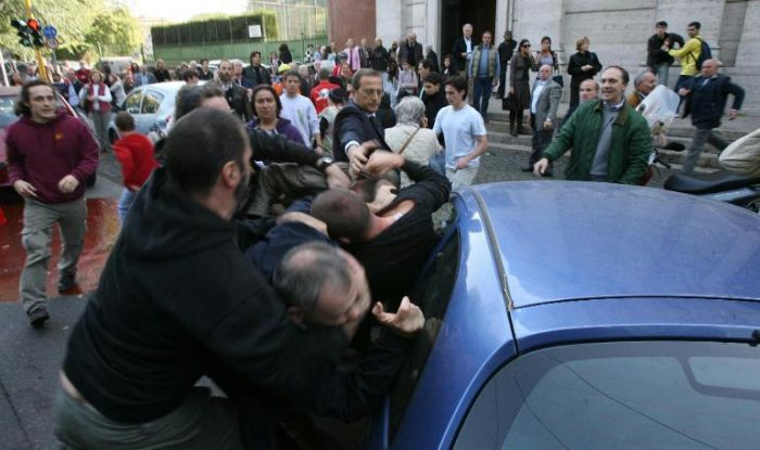 Rissa tra donne con inseguimento nel napoletano, oltre 100 persone in strada nel rione