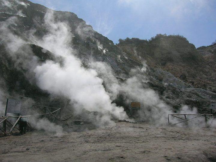 """Campi flegrei, allarme dei geologi: """"La caldera è in risalita"""""""