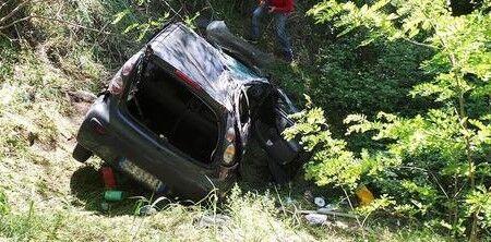 Ha un infarto mentre guida l'auto, muore sotto gli occhi della figlia