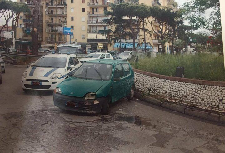 Mistero sul doppio senso, trovata un'auto abbandonata sporca di sangue