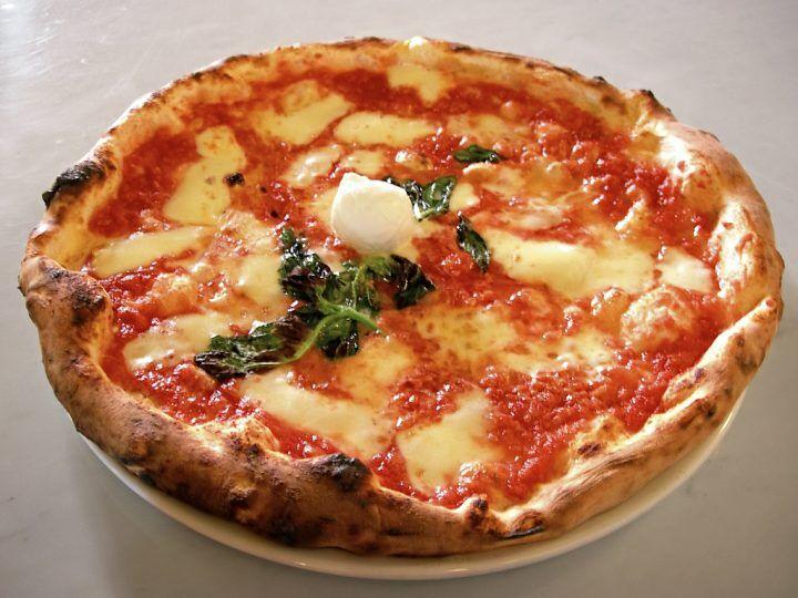 Dimagrire mangiando pizza, ecco la dieta dello chef che spopola da Napoli a New York