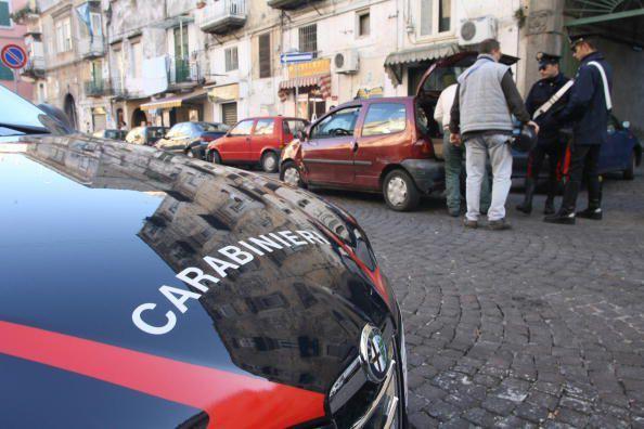 Melito, blitz dei carabinieri: fermate 3 persone armate