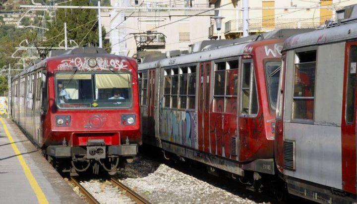 Napoli, non paga il biglietto: morsi e schiaffi ai controllori Eav
