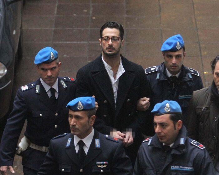 Napoli, fermato Fabrizio Corona: in caserma per controllo