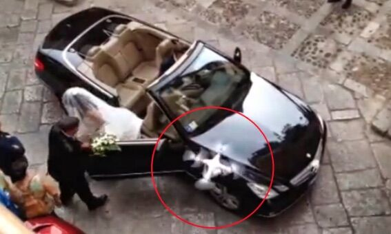 Sposo colpito in faccia dal drone, le nozze finiscono al pronto soccorso