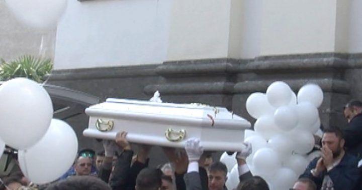 Calvizzano: dolore e strazio ai funerali della piccola Emiliana