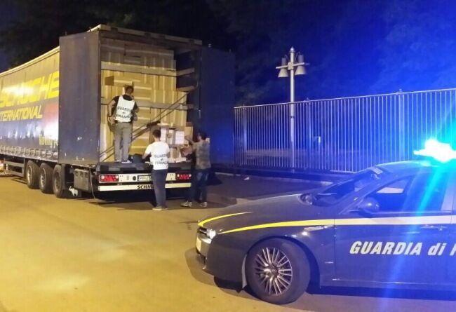 Colpo alle sigarette di contrabbando, bloccato camion sull'A1. ECCO LE MARCHE