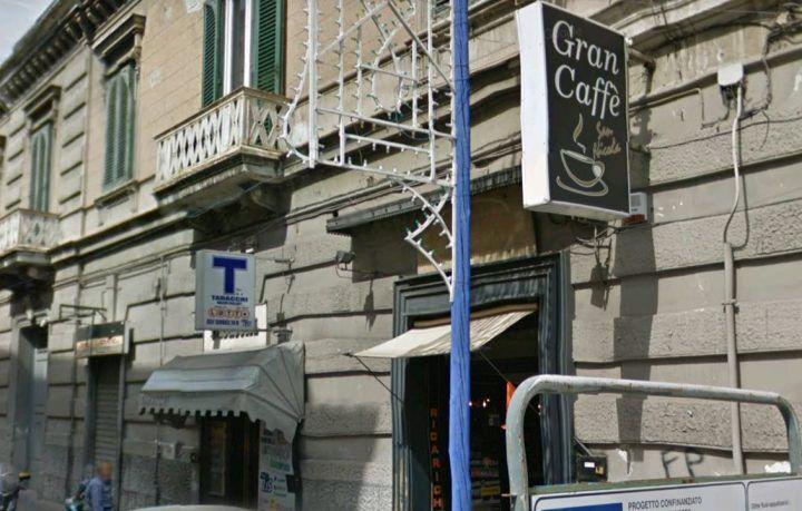 Giugliano. Rapina al bar in piazza: i carabinieri inseguono malvivente e restituiscono refurtiva al proprietario