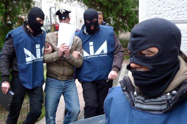 Colpo ai Vanella-Grassi, 8 arresti per un duplice omicidio della terza faida di Scampia
