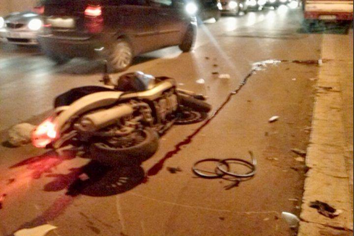 Tragico impatto auto-moto, nella notte muore operaio 42enne