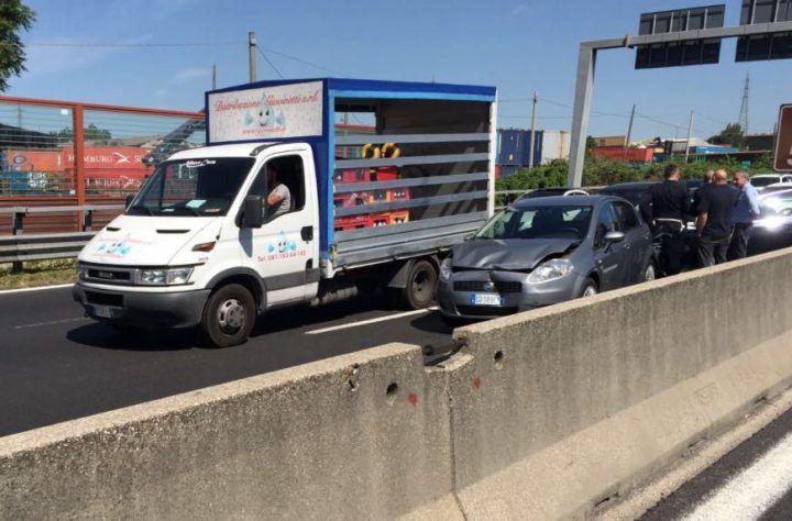 Incidente sulla A1 in direzione Napoli, traffico in tilt