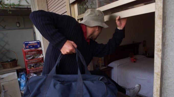 Banda sorpresa a rubare in casa, quattro in manette. LEGGI I NOMI