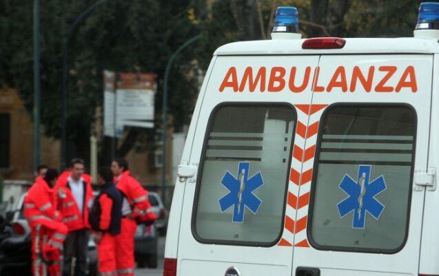 Tremendo incidente a Sant'Antimo, auto cade dal ponte. Tre feriti