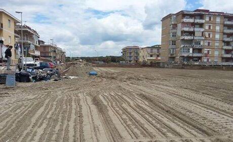 Licola, ripulita la spiaggia di piazza Cristoforo Colombo