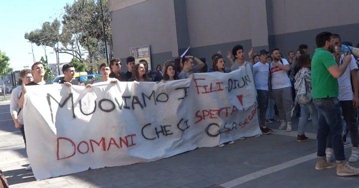 Marano, protesta degli studenti del liceo Segrè