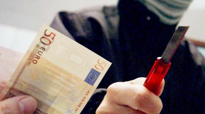 Melito, rapina a Corso Europa. Rubati soldi e Iphone a un 19enne