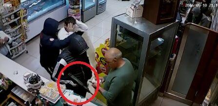 Rapina choc a Monteruscello, in tre seminano il panico in un bar. GUARDA IL VIDEO