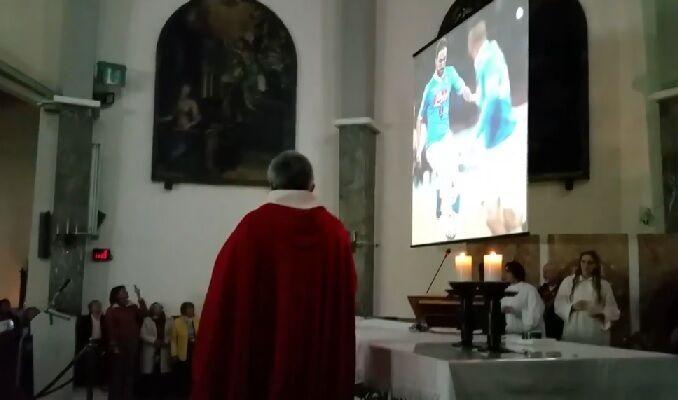Una messa speciale per celebrare il Napoli ed il record di Higuain. IL VIDEO