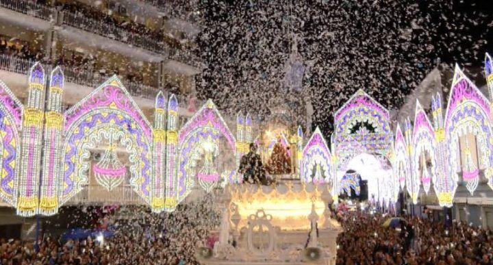 Madonna della Pace, piazza Annunziata gremita per l'ultimo volo dell'angelo dei festeggiamenti