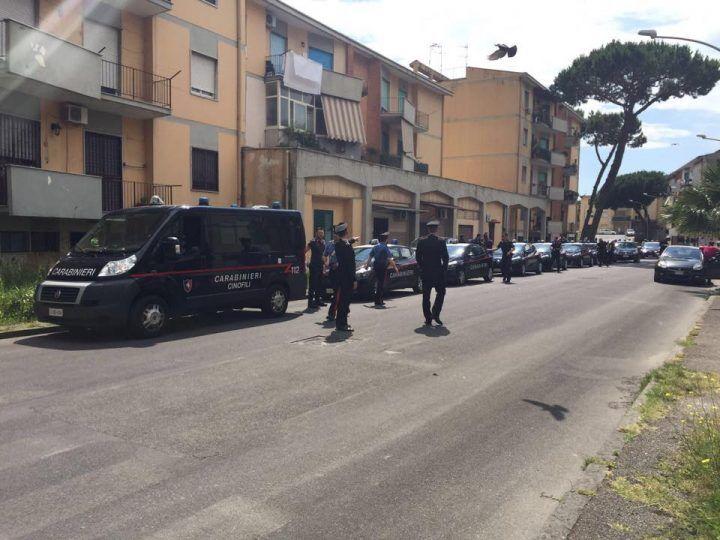 Giugliano, mega blitz dei carabinieri nelle palazzine
