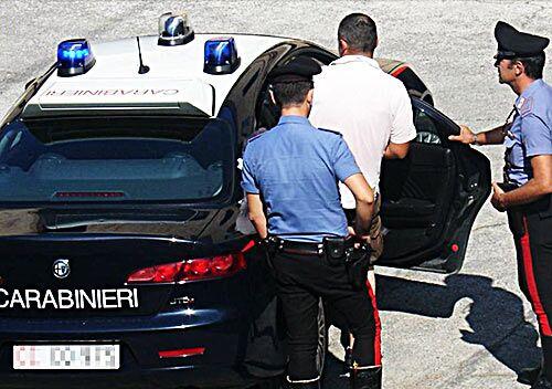 Spaccio di droga in villa, arrestati due fratelli di Sant'Antimo. LEGGI I NOMI