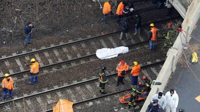 Cesano Maderno, attraversano i binari: due anziani travolti e uccisi dal treno