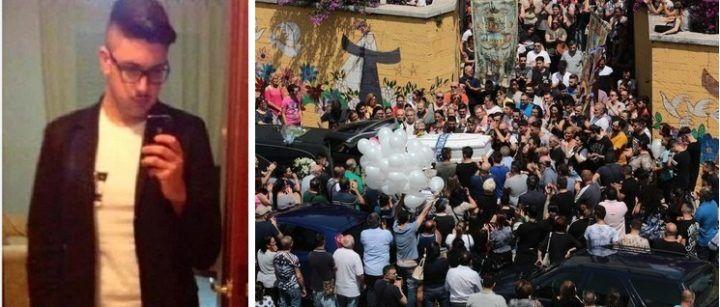 """L'ultimo saluto a Ciro, il 19enne incensurato ucciso insieme al capo dei """"Barbudos"""""""