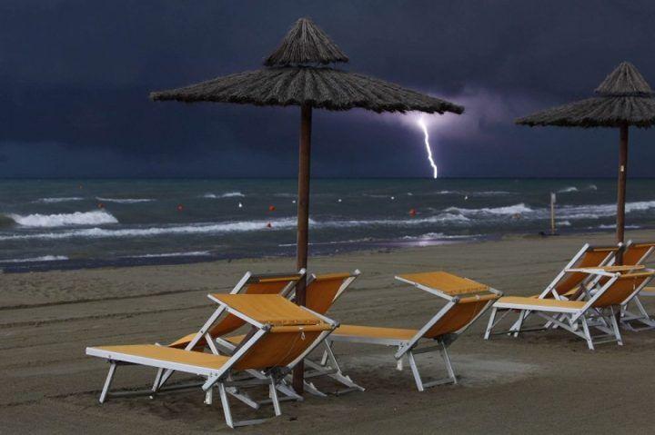 Arriva Giunone a rovinare la domenica di mare, previsti temporali