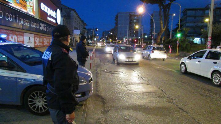 Controlli della Polizia a Giugliano, circumvallazione e via Colonne blindate