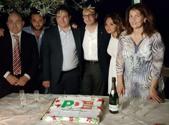 Lo schiaffo di Poziello al Pd, festeggia la vittoria dei renziani a Castellammare