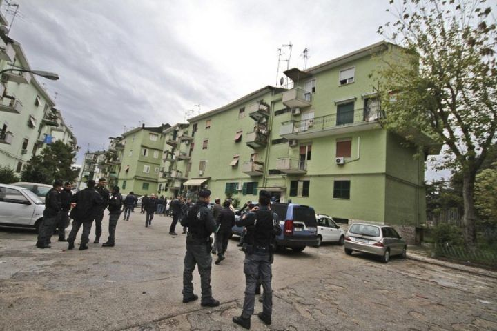 """Colpo ai """"girati"""" della Vanella, arrestato il ras del rione Berlingieri"""