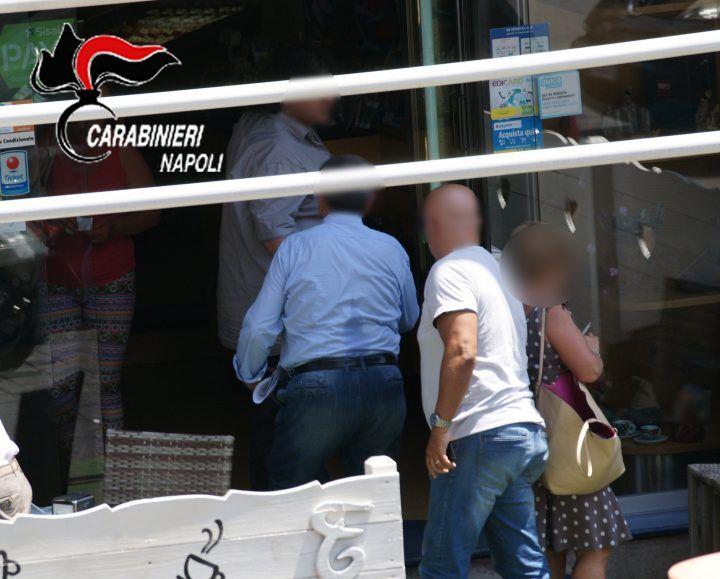 """Scandalo al Comune di Napoli, 3 arresti: """"mazzette"""" per pagare a rate la Tari"""