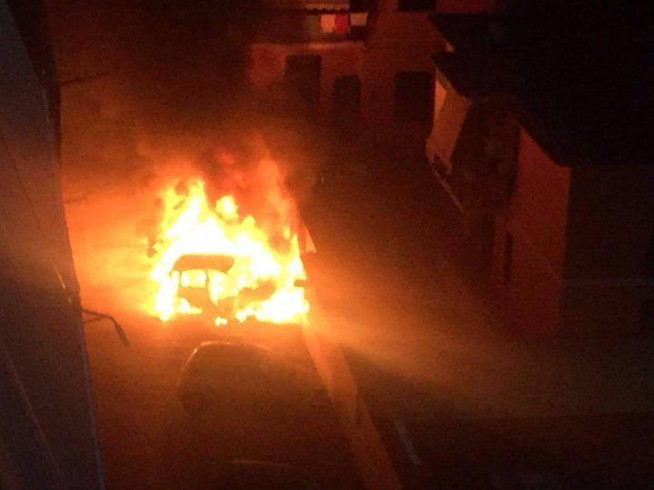 Giugliano, paura nella notte. A fuoco due automobili in via Palumbo