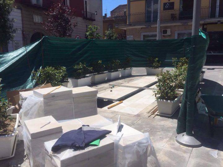 """Rivoluzione a Piazza Matteotti, """"tappate"""" le fontane della vergogna. Diventeranno a raso"""