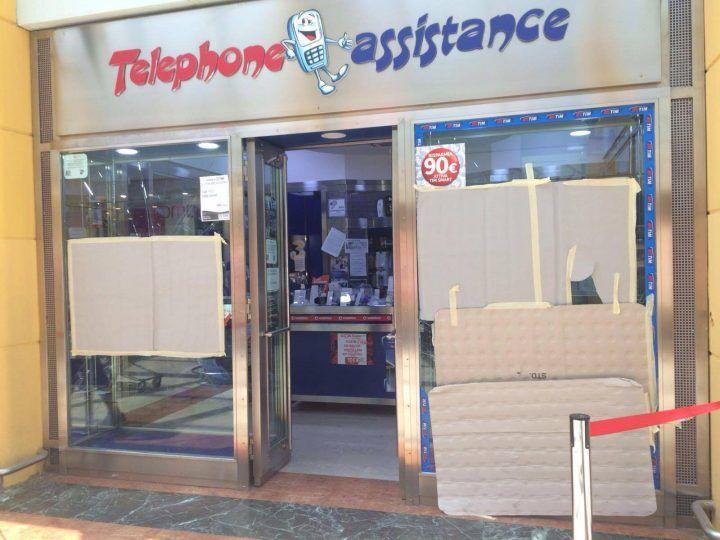 Doppio furto al centro commerciale Auchan, colpo da migliaia di euro. FOTO